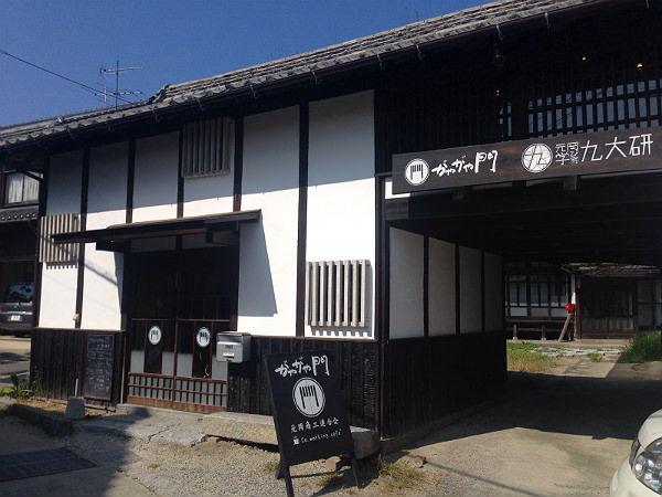 【糸島移住生活 #012】秘密基地みたいで楽しそう!コワーキング古民家「がやがや門」は九大生と主婦の憩いの場だった